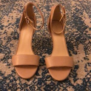 Tan leather 3 inch Nine West heels